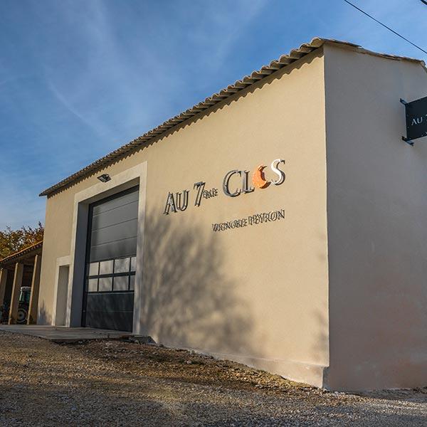 Le caveau du Domaine viticole Biologique Au 7ème Clos à Visan, dans le Vaucluse.