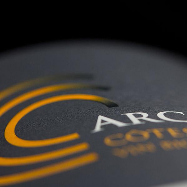 Étiquette AOC Côtes-du-Rhône, vin Bio Arc-en-ciel du Domaine Au 7ème Clos.