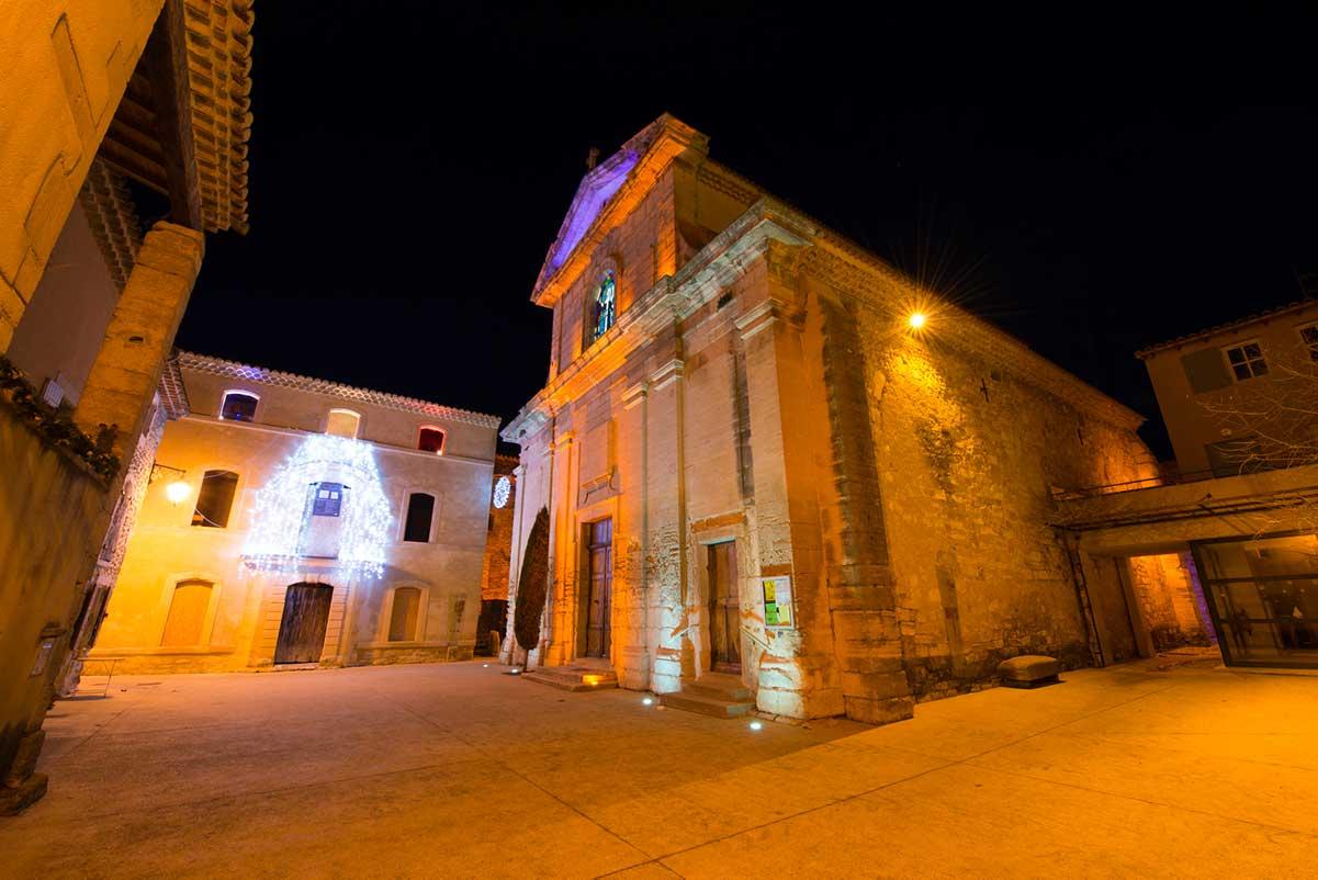 Richerenches, ville du Vaucluse, à la ronde du Domaine viticole Au 7e clos.